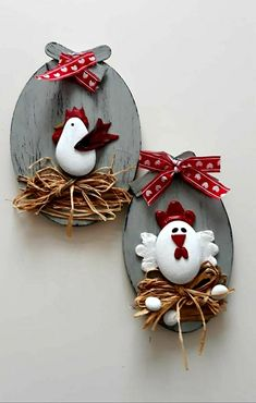 Egg Crafts, Easter Crafts For Kids, Clay Crafts, Stone Crafts, Rock Crafts, Arts And Crafts, Stone Art Painting, Chicken Crafts, Christmas Window Decorations