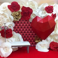 Discover thousands of images about Paper flowers Giant Paper Flowers, Big Flowers, Paper Decorations, Wedding Decorations, Photos Booth, Paper Flower Wall, Paper Flower Backdrop, Photo Booth Backdrop, Backdrops For Parties