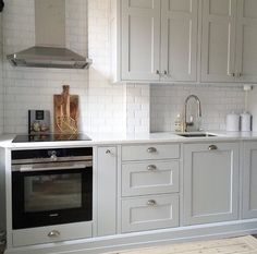 Small Kitchen Ideas - The Very Best Little Kitchen Layout Suggestions for Your Tiny Area. While studio apartments as well as residences often provide plenty in the charm as well as comfort division, t Kitchen Layout, Kitchen Decor, Kitchen Ideas, Grey Kitchen Cabinets, Kitchen Island, Kitchen Cupboard, Little Kitchen, Nice Kitchen, Country Kitchen