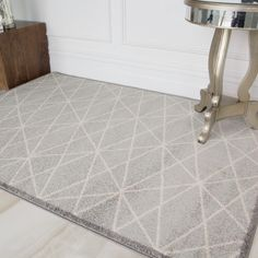 Easy Living Moroccan Grey Geometric Rug - Rio at Kukoon - UK's leading Rug Specialist. Silver Grey Carpet, Brown Carpet, Beige Carpet, Diy Carpet, Patterned Carpet, Modern Carpet, Rugs On Carpet, Carpet Ideas, Carpets