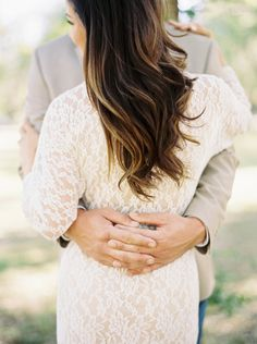 Neutral Engagement Session Outfit Inspiration | Wedding Sparrow | Mariel Hannah Photography