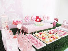 I am so in love with this party, you have no idea! Especially the cupcakes. To die for!