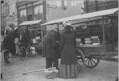 Grote Markt hoek Gelkingerstraat Groningen markt kaasverkopers 1909