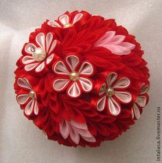 Новогодний шарик с цветами канзаши - ярко-красный,новый год 2015,новогоднее украшение