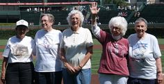 All-American Girls Professional Baseball League members came to Wrigley Field to celebrate their 70th anniversary. Baseball Girls, Baseball League, Baseball Bats, Baseball Series, Baseball Uniforms, Baseball Equipment, All American Girl, Softball Players, Chicago Cubs