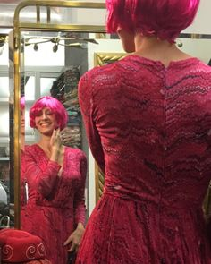 Think pink 💕 on Sunday 💕 think u will fall in love 😍 with this amazing Vintage silk dress, the perfect stylecheck 😉 via Art Nouveau brass mirror & wardrobe 💕 Brass Mirror, Mirrored Wardrobe, Silk Dress, Vintage Shops, Art Nouveau, Sunday, Street Style, Formal Dresses, Antiques