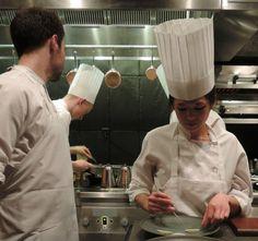 Restaurant Atera New York – Chef Ronny Emborg & Team bringen Nacht für Nacht zwei Sterne über Manhattan zum Strahlen *** Gourmet am Tresen Chefs, Manhattan, Chef Jackets, Bucket, New York, Restaurant, Gourmet, Beams, Night