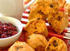 Making your own rusks is easy with this simple recipe that combines the fresh flavour of cranberry with rich, nutty coconut. Rusk Recipe, South African Recipes, The Fresh, Sweet Treats, Easy Meals, Food And Drink, Coconut, Make It Yourself, Baking
