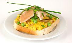 Ein Toast für Fischerfreunde: Forellentoast mit Ei und Erbsen. Noch mehr clevere Rezepte findet Ihr in unserem Onlinemagazin http://www.cleverleben.at/clever-magazin/post/2013/06/11/forellentoast.html