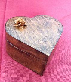 Mira este artículo en mi tienda de Etsy: https://www.etsy.com/es/listing/248686516/wedding-gift-wedding-ring-box-ring-box