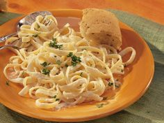 Fettuccine Alfredo - I made this tonight for supper. I doubled the recipe and used Penne pasta and added chicken. I also added a dash of garlic powder and a little bit of milk because it was really thick. The kids LOVED IT! Quick and easy too! Sauce Recipes, Pasta Recipes, Beef Recipes, Italian Recipes, Dinner Recipes, Cooking Recipes, Cooking 101, Veggie Recipes, Yummy Recipes