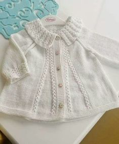 Collar Cardigan Making In The Case Of Coffee Crack Starting From The Collar. Shrug Knitting Pattern, Baby Knitting Patterns, Baby Patterns, Knitted Baby Cardigan, Knitted Baby Clothes, Baby Girl Sweaters, Girl Sleeves, Knitting For Kids, Kind Mode