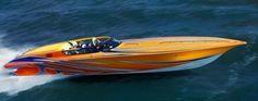 O modelo da marca Fountain 42′ Lightning, da marca de barcos Fountain, pode atingir a velocidade máxima de 275 km/h,