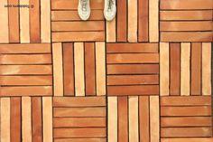 Selección de suelos de barro compuestos por un solo formatorectangulardedimensiones 50x10 cm perteneciente a los diseños MAYA. Esta baldosa estadisponible en las siguientestonalidades: asalmonada, rojiza, cuero, pizarra, paja-flameada y blanco antiguo.