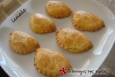 Μπισκοτένια τυροπιτάκια #sintagespareas No Cook Desserts, Sweets Recipes, Wine Recipes, Cooking Recipes, Greek Pastries, Bread And Pastries, Greek Recipes, Desert Recipes, Greek Appetizers