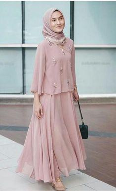 Arabic Style : 2017 Street Style Hijab Fashion – Girls Hijab Style & Hija… Hijab Outfit, Hijab Dress Party, Abaya Fashion, Modest Fashion, Fashion Dresses, Fashion Fashion, Fashion Design, Hijab Look, Hijab Style