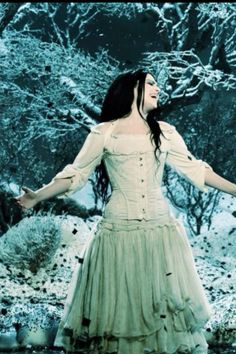 ❤Lithium❤ Her dress in this video is stunning. Well really just her, she's stunning.