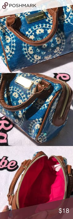 STEVE MADDEN BLUE WATERPROOF PURSE Use this for the beach , on a boat , pool party, or just for everyday! Waterproof material very cute purse Steve Madden Bags Mini Bags