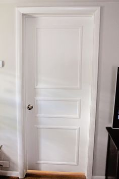 Diy door trim for plain doors diy door makeover Door Molding, Brooklyn House, Old Houses, Door Makeover, White Bedroom Door, Diy Door, Door Upgrade, Interior Door Trim, Home Renovation