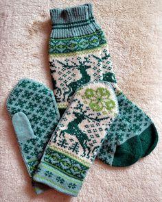 NORWEGIAN Scandinavian Hand Crafted 100% wool socks and mittens set