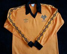 Umbro Wolverhampton Wanderers / Wolves Home Shirt Adults Small Wolverhampton Wanderers Fc, Football Uniforms, Wolf, Polo Ralph Lauren, Soccer, Shorts, Cat 2, Mens Tops, Shopping