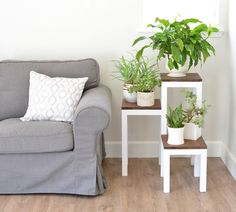 DIY Tiered Plant Stand You know every house has an empty corner that could use some decor. Here's an idea: fill one of those corners with greenery by building a DIY tiered plant stand. Wooden Plant Stands, Diy Plant Stand, Indoor Plant Stands, Indoor Corner Plant Stand, Small Plant Stand, Indoor Plant Shelves, House Plants Decor, Plant Decor, Plant Table