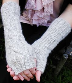 The Political Process fingerless mitts : Knittyspin First Fall 2012 - Free pattern!