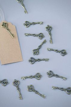 4€ les 10 clefs http://atmospheremariages.fr/230-569-thickbox/mariage-marque-place-table-theme-ardoise-decoration-robe-mariages-theme-cocktail-table-deco-idees-mariage-pas-cher-tags-.jpg