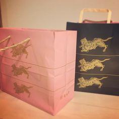 いいね!7件、コメント1件 ― Risa Yamaさん(@plumerisalisa)のInstagramアカウント: 「ピンクのとらや。ホワイトデー限定カラーだって!かわいい❤︎#とらや #ピンク色 #限定」