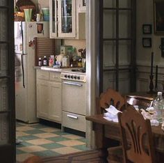 """Tom Hanks And Meg Ryan's """"You've Got Mail"""" Apartments Are Still Incredible 20 Years Later"""