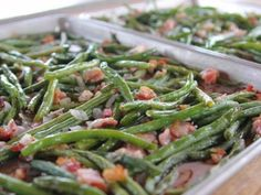 Green Beans I LOVE these green beans. Roasted Green Beans Recipe : Ree Drummond : Food Network - I LOVE these green beans. Top Recipes, Side Dish Recipes, Vegetable Recipes, Cooking Recipes, Cooking Bacon, Beans Recipes, Bacon Recipes, Cooking Food, Kitchen Recipes