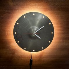 Rusty, worn out Cymbal Clocks. These remarkable pieces are made from old cymbals and hi-hats. Drum Light Fixture, Light Fixtures, Home Room Design, House Design, Record Clock, Gift For Music Lover, Cinema Room, House Rooms, Boy Room