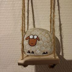Carillon galet mouton peint fait main