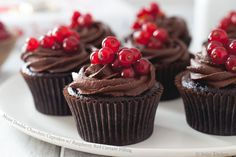 Moist Double Chocolate Cupcakes with Raspberry Red Currant Filling « FoodPornDaily Easy Cupcake Recipes, Best Dessert Recipes, Fun Desserts, Sweet Recipes, Chocolate Cupcakes, Chocolate Recipes, Currant Berry, Yummy Cupcakes, Sweet Treats