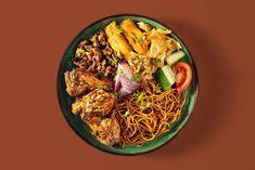 """Portie on Instagram: """"#NakMiWanPortie 🇸🇷 Authentieke Surinaamse gerechten naar familierecept 🇸🇷 Find us at Helmholtzstraat 61B en Dapperplein 36 - wij zijn op…"""" Portie, Restaurant Recipes, No Bake Cake, Street Food, Lunch, Snacks, Baking, Ethnic Recipes, Instagram"""