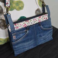 nad_mercier Voilà je l'ai terminé ! Mon sac, encore un Chachacha de Sacôtin, je l'adore ! En récup de mon jean troué et un coton fleuri 🥰. #sacotin #sacôtin