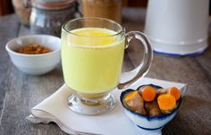 "Goldene Milch: Rezept und Wirkung Golden milk with turmeric is a popular drink from the yoga kitchen. Here you get the classic recipe for the Indian ""Golden Milk"". Turmeric Milk Benefits, Turmeric Golden Milk, Turmeric Root, Health Benefits, Fresh Turmeric, Organic Turmeric, Fresh Ginger, Turmeric Mask, Turmeric Health"
