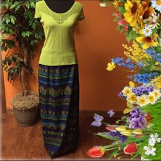 SZ 12ABTRACT PRINT MAXI SKIRT Lightweight wrap style maxi made of 100% polyester for a wrinkle free look. Buttons and zips in back with elastic on the sides for extra room..  Bold colors and design. Like new Skirts Maxi