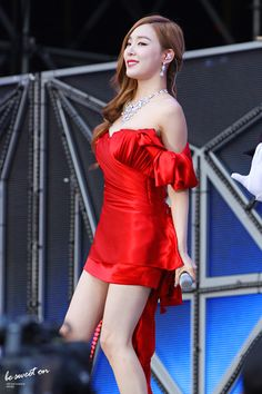SNSD Tiffany in red
