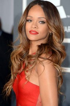 Rihanna's most favorite hair styles and hair models are here. Which hair styles does the renowned rihanna use?Everything you wonder about rihanna is here. Rihanna Hairstyles, Celebrity Hairstyles, Girl Hairstyles, Wedding Hairstyles, Brunette Hairstyles, Funky Hairstyles, Feathered Hairstyles, Everyday Hairstyles, Bouffant Hairstyles