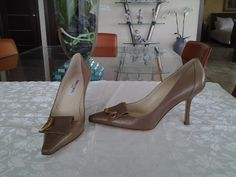 199.00$  Watch here - http://vionc.justgood.pw/vig/item.php?t=jes0zn1171 - Jimmy Choo Brown Leather Horn Detail Pumps Heels Shoes sz 39 New