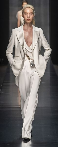Ermanno Scervino Fall-winter – Ready-to-Wear – www.c… – … Ermanno Scervino Fall-winter – Ready-to-Wear – www. Fall Fashion Trends, Fashion Week, Fashion 2020, Runway Fashion, Fashion Show, Autumn Fashion, Fashion Design, Jumpsuit Outfit Dressy, Winter Stil
