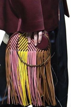 LFW designers are thinking outside the box bag with quirky shapes, OTT embellishments, and more. Leather Weaving, Leather Craft, Fashion Bags, Fashion Accessories, Milan Fashion Weeks, London Fashion, Day And Mood, Best Bags, Clutch Bag