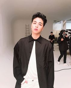 How to be as mindblowingly stunning as the Koo Junhoe ah~ Yg Entertainment, Park Hyun Sik, Ikon Member, Koo Jun Hoe, Ikon Kpop, Ikon Debut, Ikon Wallpaper, Bobby S, E Dawn
