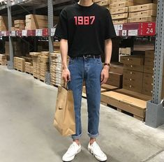 mens fashion trends which look cool. 80s Fashion Men, Korean Fashion Men, Urban Fashion, Vintage Fashion Men, Mens Fashion 2018 Trends, Hipster Fashion, Celebrities Fashion, Fashion Edgy, Korean Outfits