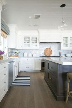 Nice idea of the large crown moulding to fill space from cabinet top to ceiling.