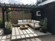 Modern Patio Design, Small Backyard Design, Small Backyard Landscaping, Backyard Ideas, Patio Ideas, Small Outdoor Patios, Outdoor Pergola, Small Patio, Pool Shade