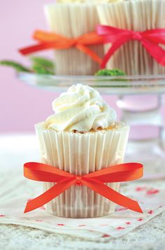 Tall, chic and yummy? Oh, yes! Go for king-sized wrappers and jumbo muffin pans for this gourmet-style goodie. The super-sized cupcakes are impressive on their own, so stick to minimal embellishments like swirls of whipped cream icing and simple ribbon. We predict this look is gonna be big!