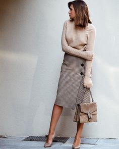 Muted tones : Zara skirt, Gucci Dionysus taupe suede shoulder bag, Gianvito Rossi shoes #StreetStyle