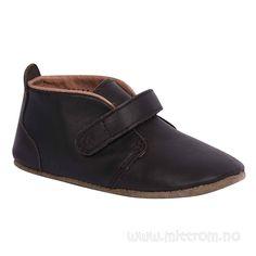 Bisgaard Skinntøffel med borrelås Brun | Mitt Rom Velcro Shoes, Baby Shop, Flats, Fashion, Rome, Loafers & Slip Ons, Moda, Fashion Styles, Ballerinas